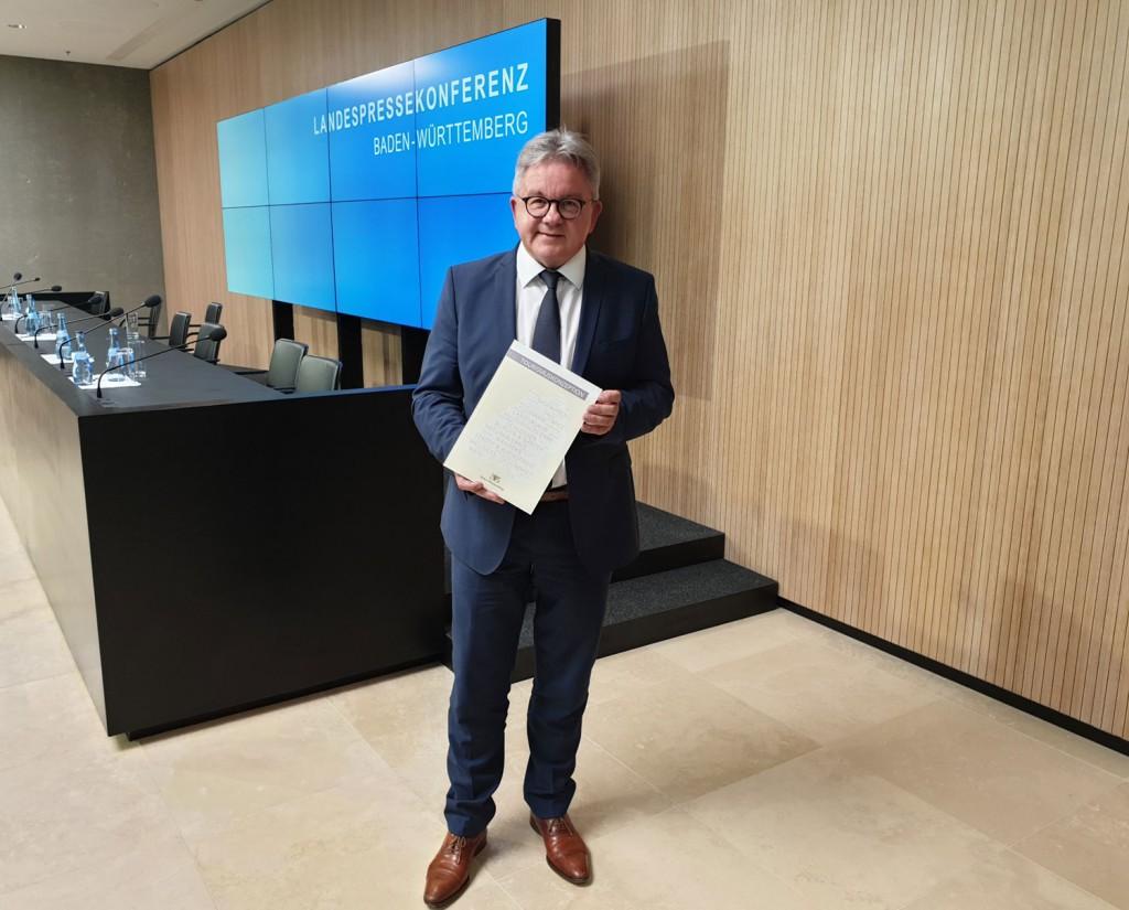 Minister Guido Wolf MdL mit der neuen Tourismuskonzeption