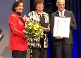 Verdienstmedaille des HBV e.V. an Kurdirektorin Katrin Löbbecke verliehen