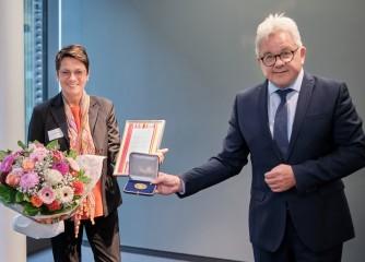 Verdienstmedaille des Tourismus-Verbands für Sonja Faber-Schrecklein